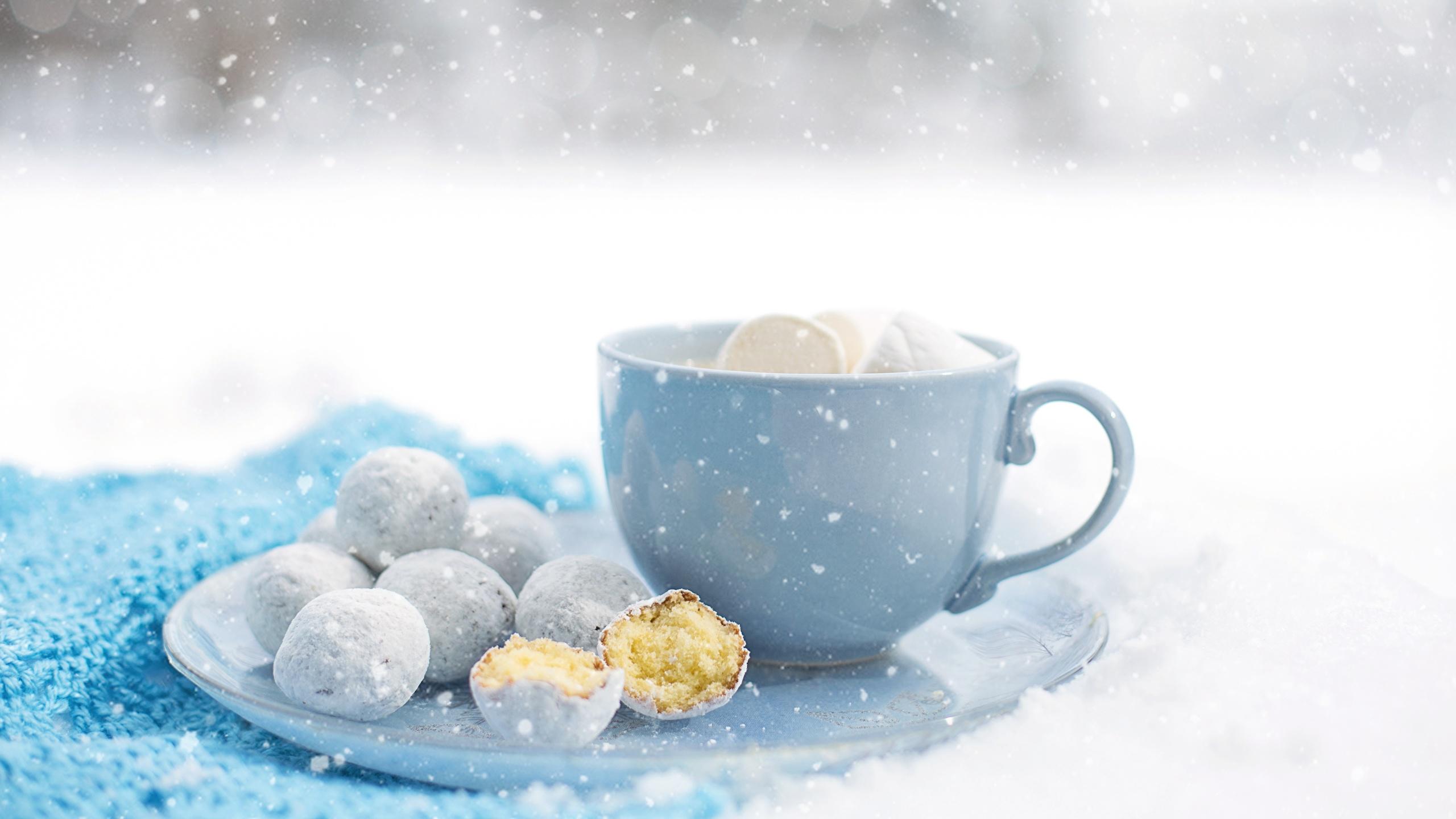 Картинка снежинка Еда чашке Печенье 2560x1440 Снежинки Пища Чашка Продукты питания