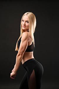 Картинки Фитнес Блондинка Позирует Улыбка Смотрят Спорт Девушки