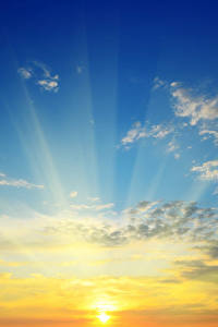 Картинки Рассветы и закаты Небо Облака Солнце Лучи света Природа
