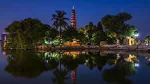 Фото Вьетнам Речка Храмы Ночь Деревья Уличные фонари Hanoi Tran Quoc Pagoda Природа