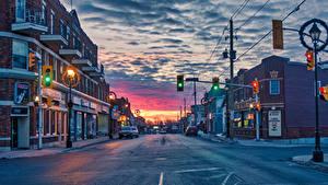 Картинки Канада Здания Вечер Дороги Улица Уличные фонари Montreal Города