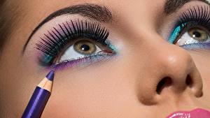 Картинка Глаза Ресница Лицо Макияж Карандаши Красивые Нос Девушки