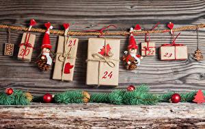 Фото Новый год Доски Стенка Подарок Шарики Сердца Прищепки