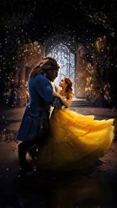 Обои Emma Watson Монстры Красавица и чудовище 2017 Двое Платье Рога Танцует Фильмы