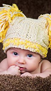 Фото Младенцы В шапке Взгляд Дети