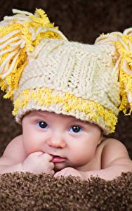 Фото Младенцы Шапки Взгляд