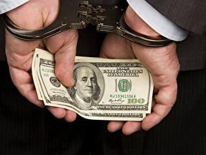 Картинка Деньги Доллары Купюры Руки Наручники