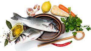 Обои для рабочего стола Морепродукты Рыба Овощи Чеснок Лимоны Белом фоне Пища