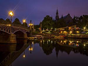 Фотография Стокгольм Швеция Речка Мосты Пристань Ночные Уличные фонари Города