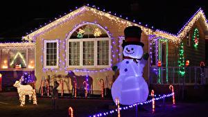 Обои Рождество Канада Дома Электрическая гирлянда Снеговика Ночь Шляпы Prince Edward Island город