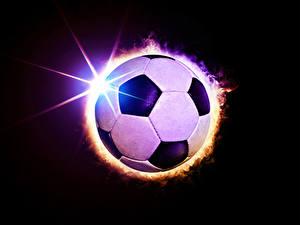 Фотографии Футбол Черный фон Мяч Лучи света спортивный