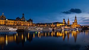 Обои для рабочего стола Германия Дрезден Речка Речные суда Вечер historical center of Dresden город