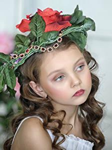 Фотографии Девочки Красивые Лицо Смотрит Ребёнок