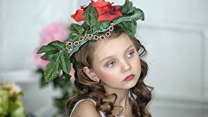 Фотографии Девочки Красивый Лицо Смотрят ребёнок