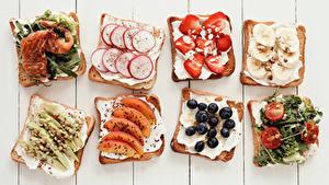 Картинки Бутерброды Рыба Овощи Клубника Черника Хлеб Доски Пища