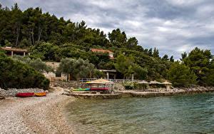 Обои для рабочего стола Хорватия Берег Пирсы Песке Деревьев Korčula Природа