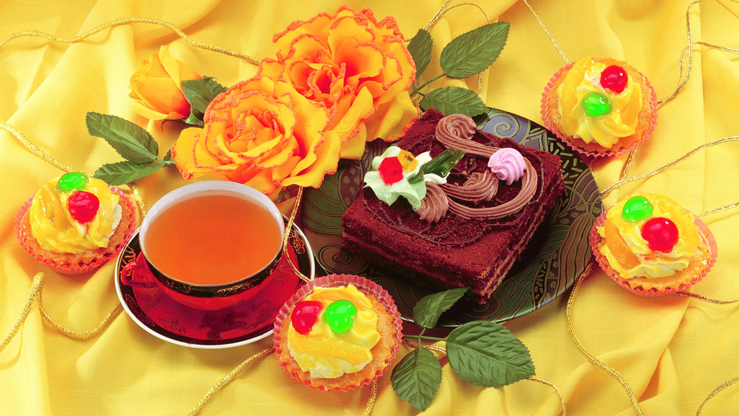 Фотографии Чай Торты Пирожное Еда Чашка Розы Натюрморт 2560x1440 Пища чашке Продукты питания роза