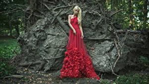Обои Блондинка Платья Красных