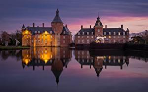Картинки Замок Пруд Вечер Германия Отражается