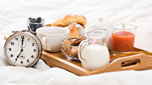 Картинки Часы Молоко Сок Завтрак Кувшин Стакан Чашке Еда