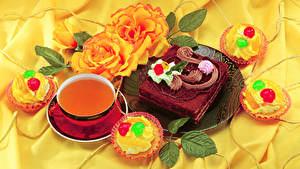 Фотографии Натюрморт Торты Чай Пирожное Розы Чашке Пища
