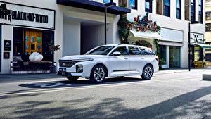 Картинки Baojun Белый Металлик Китайская Универсал Улица RC-5W, 2020 Автомобили