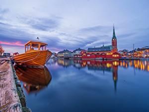 Обои Вечер Причалы Церковь Норвегия Катера Arendal Города