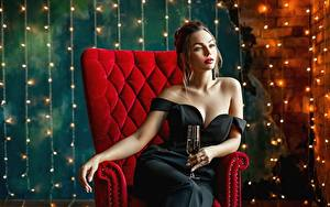 Фотографии Сидя Кресло Гламурная Платья Бокалы George Dyakov Девушки