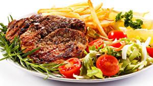 Картинка Мясные продукты Картофель фри Овощи Белом фоне Пища