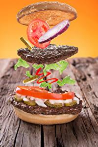 Фотографии Быстрое питание Гамбургер Мясные продукты Томаты Лук репчатый Булочки