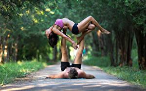 Картинка Гимнастика Мужчины 2 Шатенка Физические упражнения Девушки Спорт