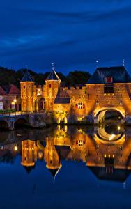 Фотография Нидерланды Крепость Мосты Здания Водный канал Ночные Уличные фонари Koppelpoort Amersfoort Города