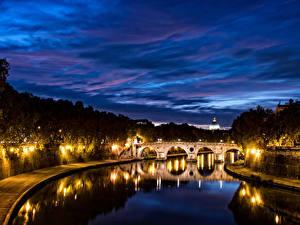 Фотография Рим Италия Речка Мосты Ночные Уличные фонари Города