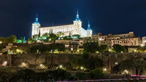 Картинки Испания Толедо Здания Дороги Дворца В ночи Уличные фонари Real Alcazar Seville