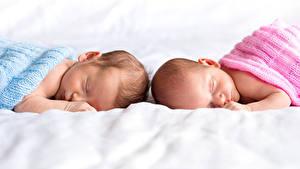 Картинка Младенцы Две Спит