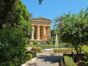 Картинки Мальта Парки Фонтаны Деревья Valetta Природа