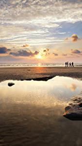 Фото Великобритания Рассветы и закаты Берег Небо Песок Облака Лужа Dunraven Bay Wales Природа