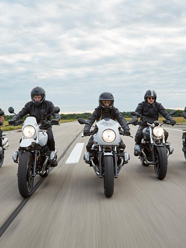 Картинка БМВ в шлеме 2014-16 R nineT Мотоциклы едущий Мотоциклист Спереди 600x800 для мобильного телефона BMW - Мотоциклы Шлем шлема мотоцикл едет едущая Движение скорость