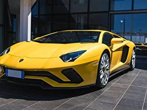 Обои для рабочего стола Lamborghini Желтый Купе Aventador S Автомобили