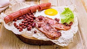 Фотографии Мясные продукты Сосиска Овощи Доски Зерна Яичница Еда