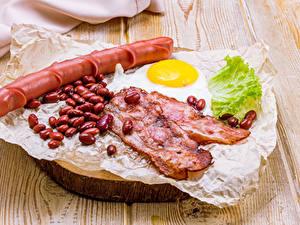 Фотографии Мясные продукты Сосиска Овощи Бекон Доски Зерно Яичница Продукты питания