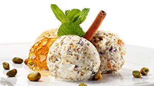 Фото Сладкая еда Мороженое Корица Орехи Белый фон Шарики Три Еда