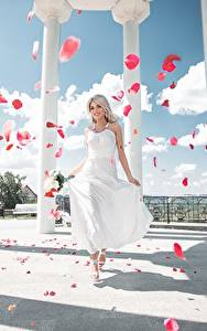 Фото Платье Лепестки Колонна Maxim Tumanov