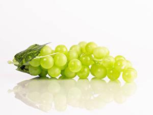 Картинка Виноград Белом фоне Отражение Пища