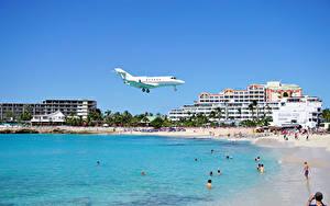 Обои Курорты Здания Берег Самолеты Пляж Летящий