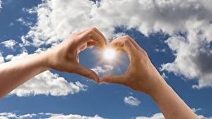 Фото Небо Пальцы Облака Руки Солнце Сердце
