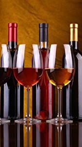 Картинки Вино Бокалы Бутылка Трое 3 Еда