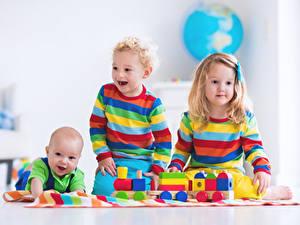 Картинка Игрушки Трое 3 Девочки Мальчишки Младенцы Счастье