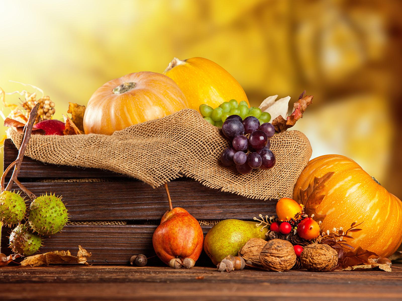 Фото Осень Тыква Груши Виноград Пища Орехи 1600x1200 осенние Еда Продукты питания