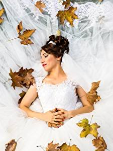 Обои Осень Листья Невеста Свадьба Платье Шатенка Девушки